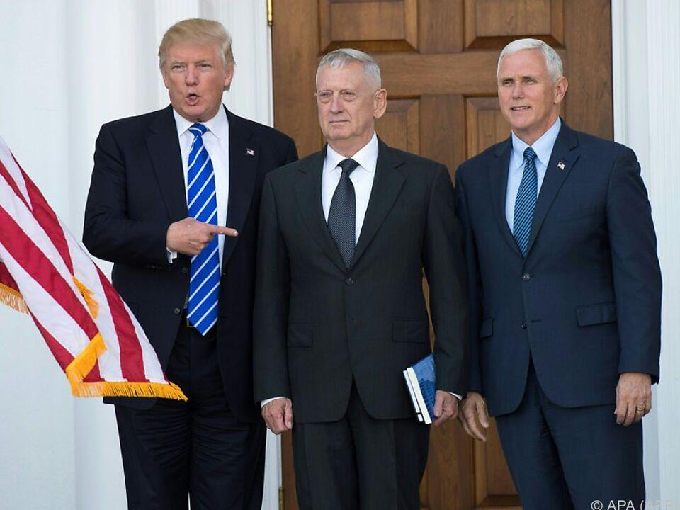 Trump, Mattis und Pence vor zwei Wochen in New Jersey