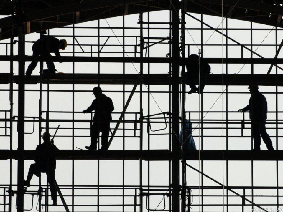 Wirtschaft wächst, doch auch Arbeitslosigkeit steigt an