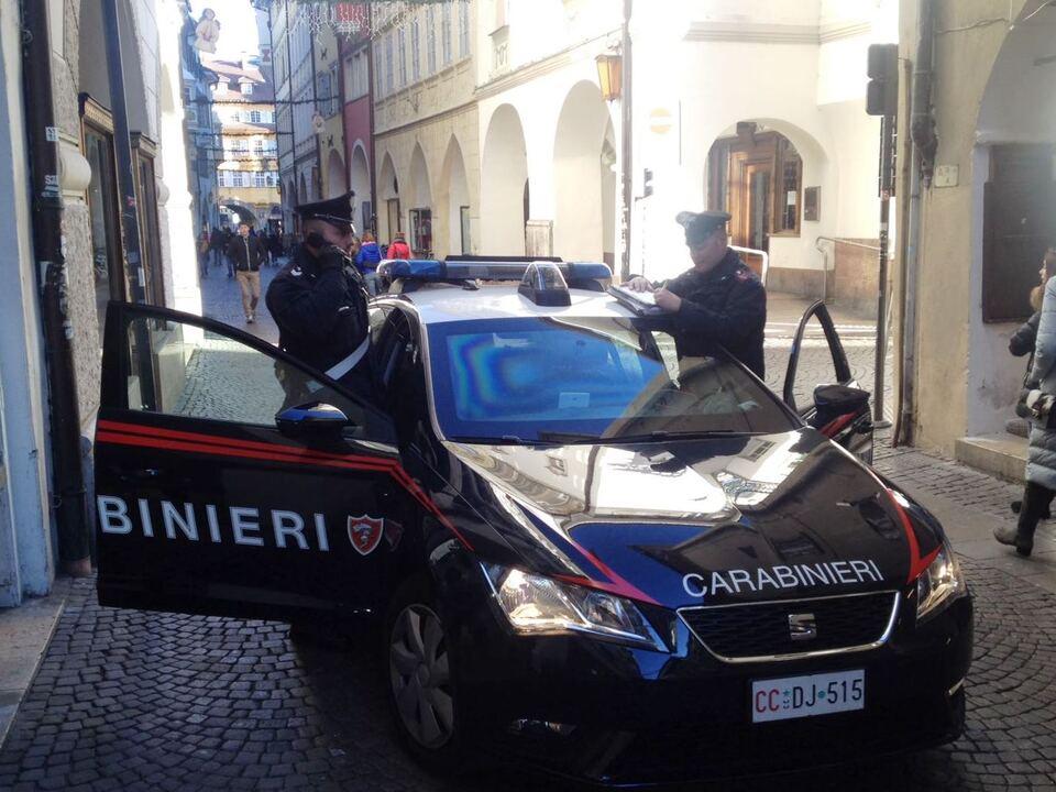 20170111 la pattuglia dei carabinieri di bolzano su via dei portici