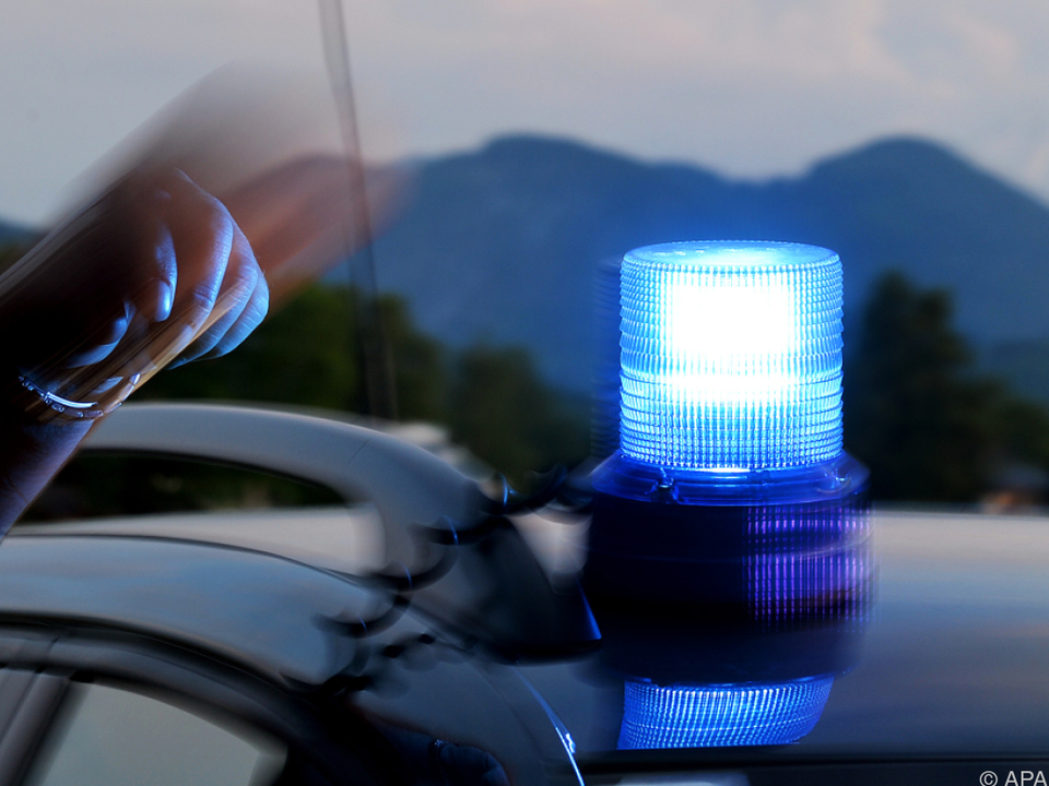 Der Mann kündigte die Tat telefonisch bei der Polizei an blaulicht