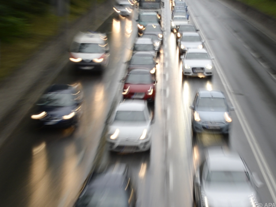 autobahn Der Verkehr nimmt zu, die Anzahl der Toten sinkt