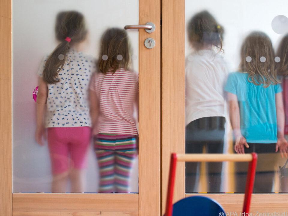 Derzeit wurde kein Antrag auf Sanierung eingebracht schule kindergarten