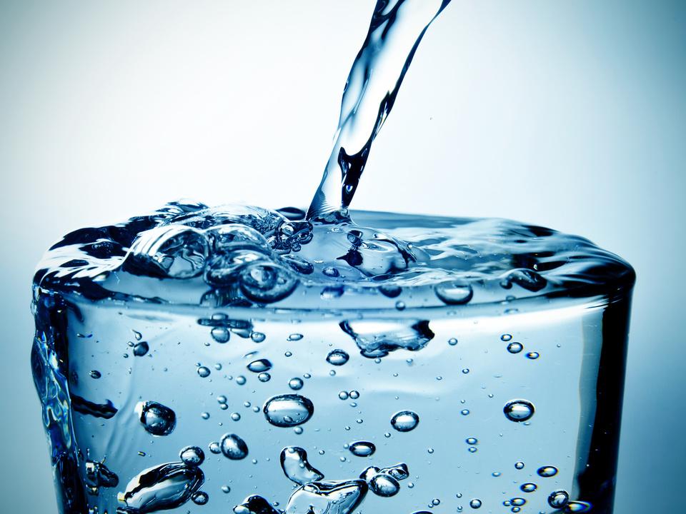 wasser mineralwasser glas durst hitze frisch