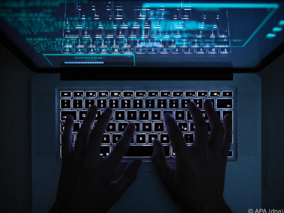 Grund sind die Hackerangriffe während des Präsidentschaftswahlkampfs