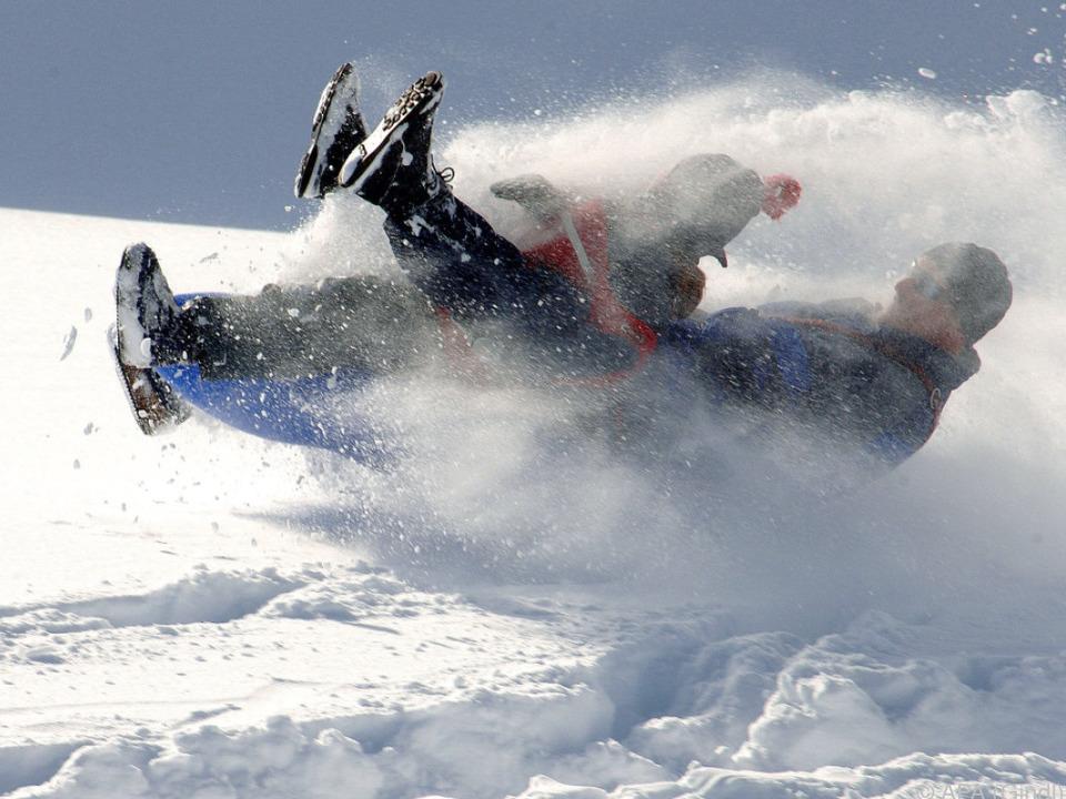 Spaß im Schnee endete für Mädchen mit Verletzung skiunfall