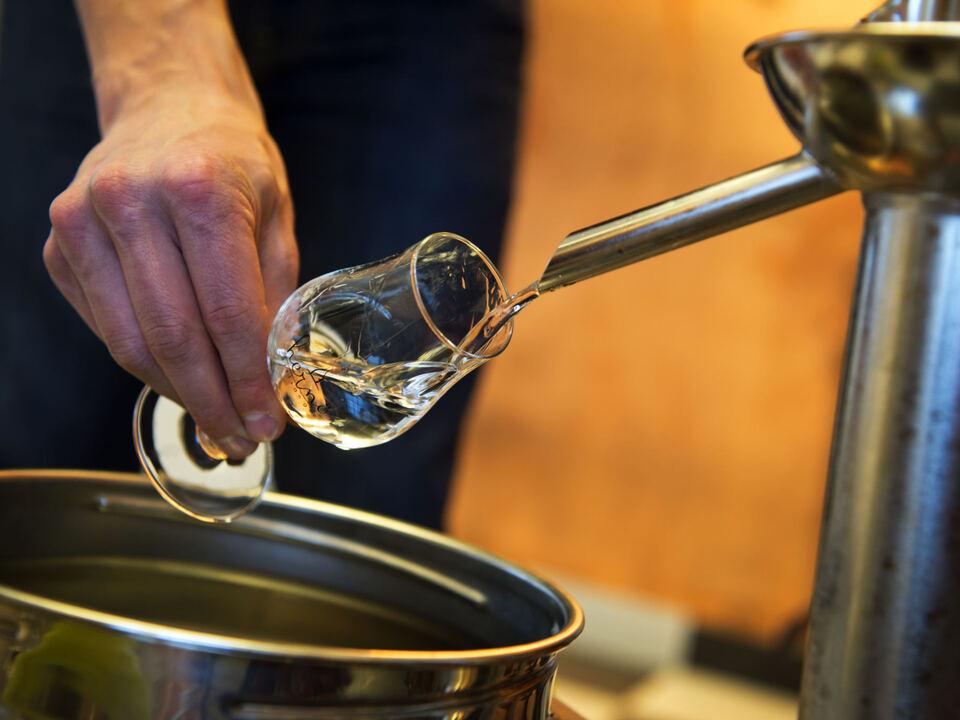 alkohol destille destillieren schnaps