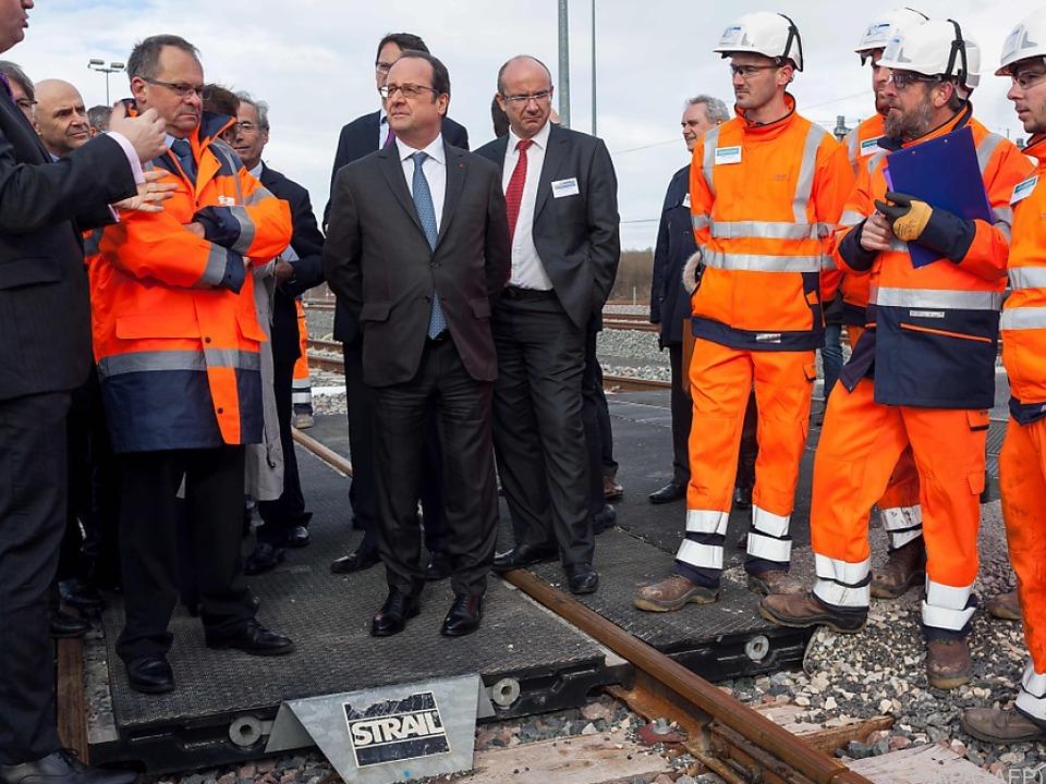 Hollande weihte eine neue Bahnstrecke ein