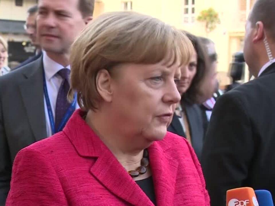 Salzburger Festspiele - Angela Merkel farbenfroh bei