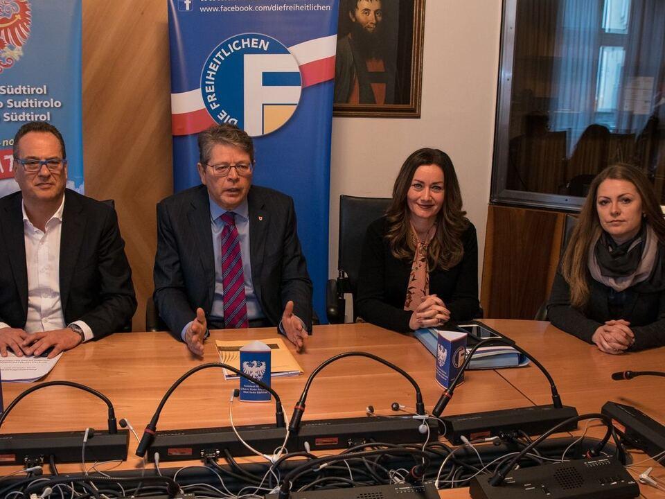 Leitner Mair Blaas Oberhofer Pressekonferenz - Staatsstellen