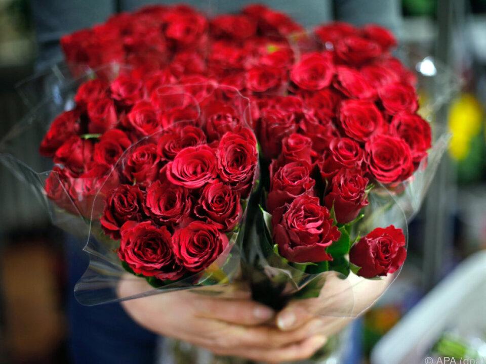 Rund 60 Prozent erwarten ein Geschenk vom Partner Valentinstag Rosen