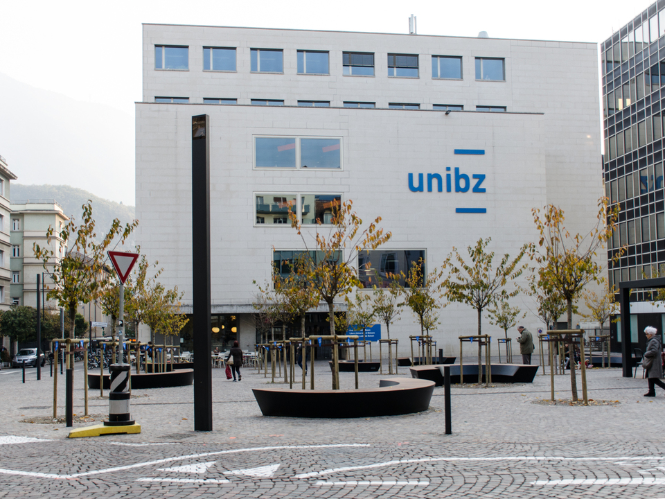 Universiät Uni Bozen unibz_uniplatz_piazza università