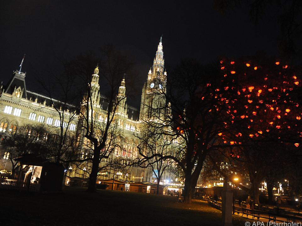 Viele öffentliche Gebäude werden beleuchtet wien stephansdom