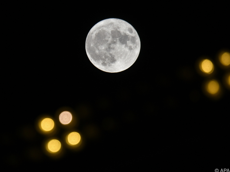 Zwei zivile Weltraumtouristen sollen um den Mond fliegen