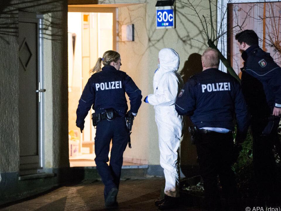 19-jähriger Verdächtiger auf der Flucht