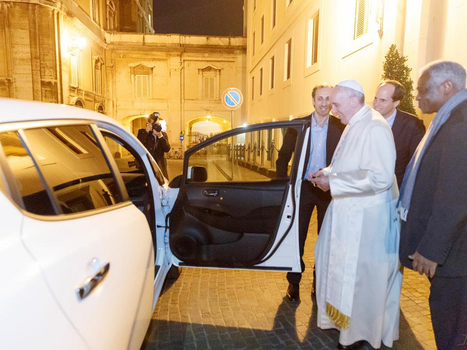 Neues Papamobil: ein Elektroauto von einem Südtiroler Start Up