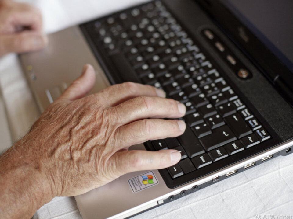 90 Prozent kaufen einmal jährlich im Netz ein online internet laptop einkaufen computer