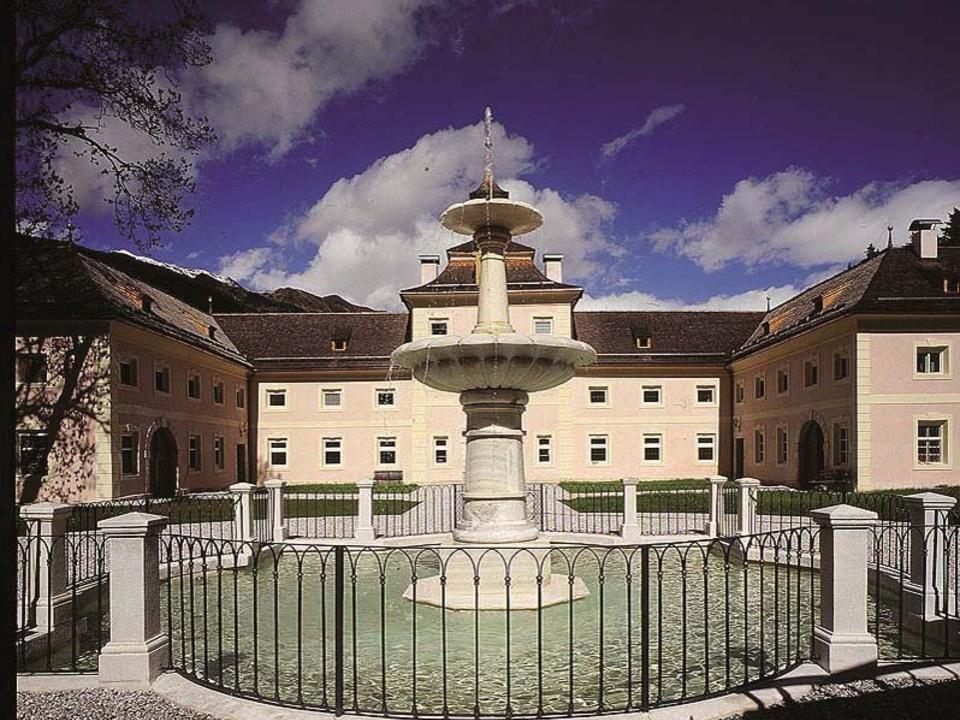 Schloss Wolfsthurn Schlosshof