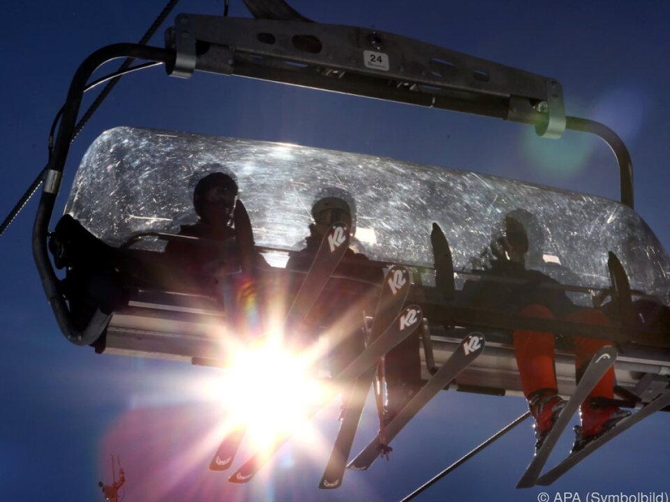 Ähnliche Preise in großen Skigebieten festgestellt skifahren symbol lift skilift