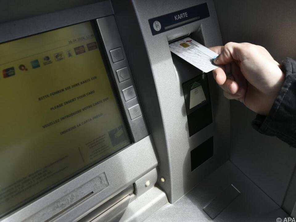 AK spricht sich auch gegen Bankomatgebühren aus