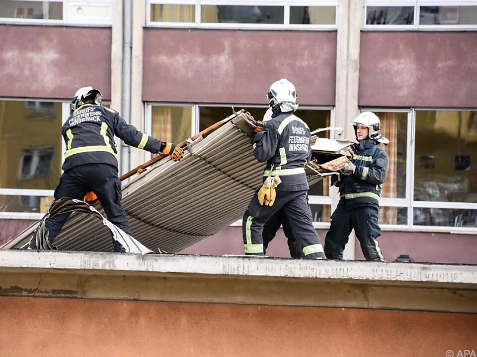 Aufräumarbeiten der Feuerwehr in Innsbruck