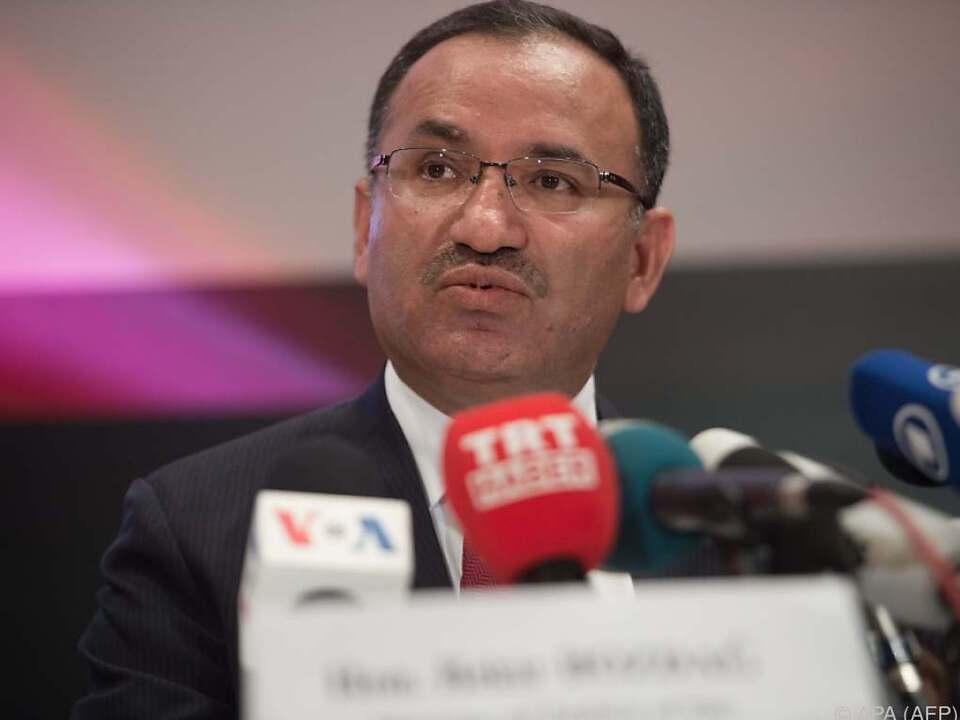 Bozdag findet, das Urteil greife Menschenrechte an