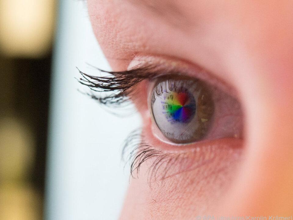 Auge Je mehr blaues Licht, desto schlechter der Schlaf augen iris bildschirm
