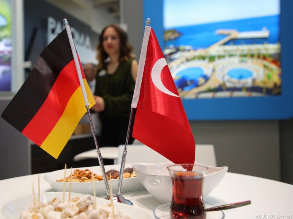 Dunkle Wolken über dem türkischen ITB-Stand in Berlin