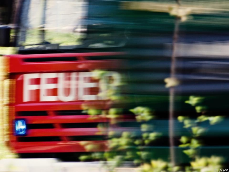 Feuerwehr musste Sattelschlepper bergen