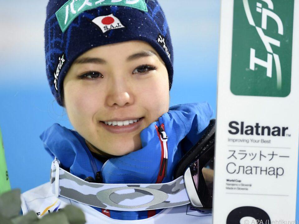 Gesamt-Weltcupsiegerin Takanashi schloss die Saison auf Platz 2
