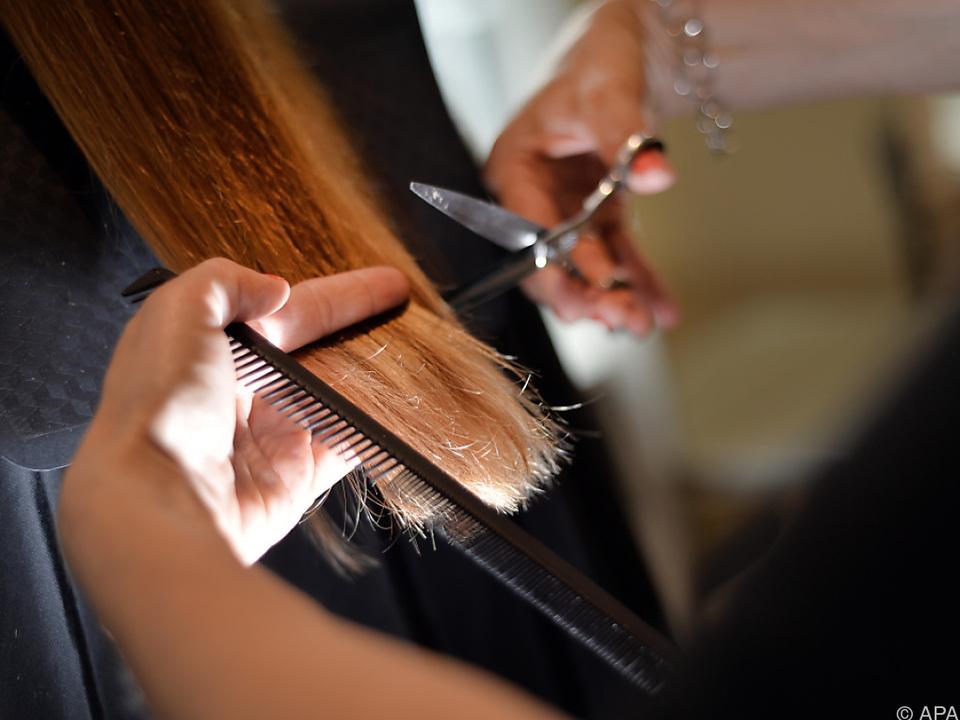 Mindestlohn für eine Friseur-Hilfskraft beträgt 1.137 Euro brutto