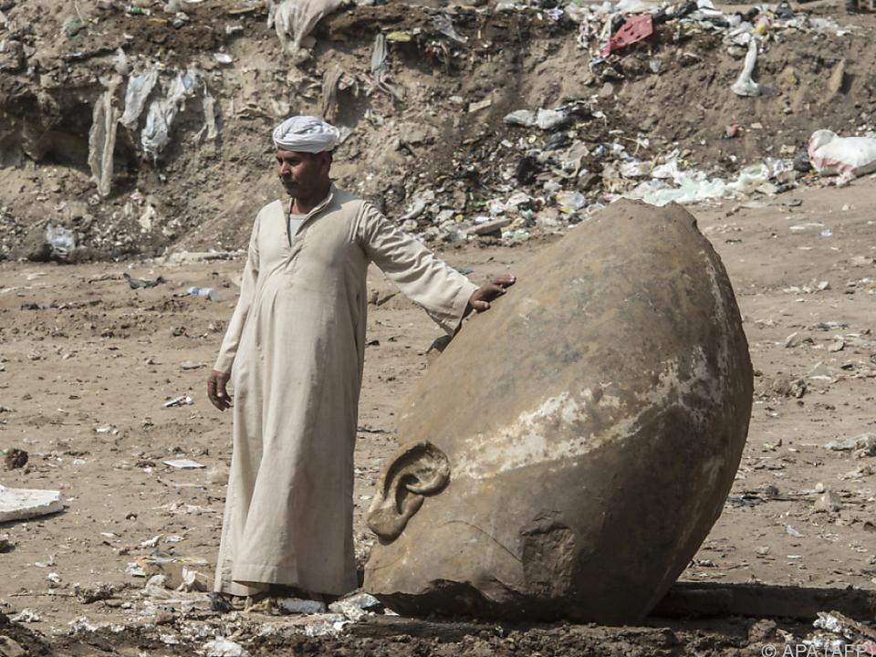 Reste zweier Pharaonenstatuen wurden entdeckt