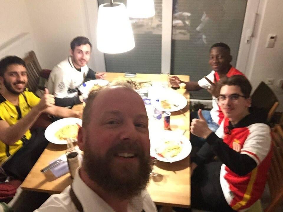 BVB-Fans nehmen Monaco-Fans bei sich auf