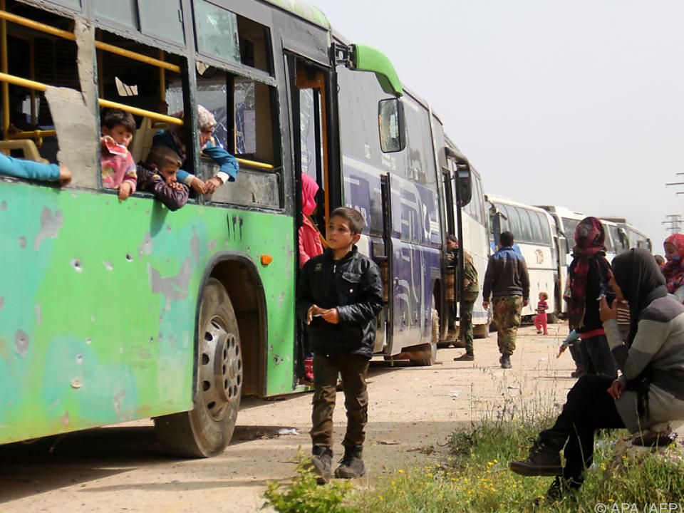 45 Busse kamen am Freitag in der Provinz Aleppo an