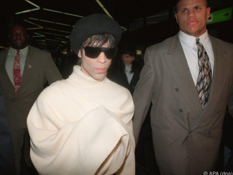 Ermittler: Prince hortete Schmerzmittel