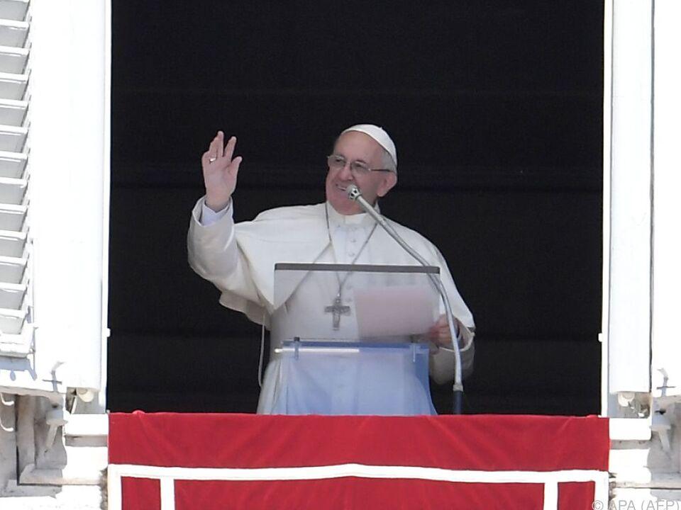 Der Pontifex am Fenster seines Arbeitszimmers