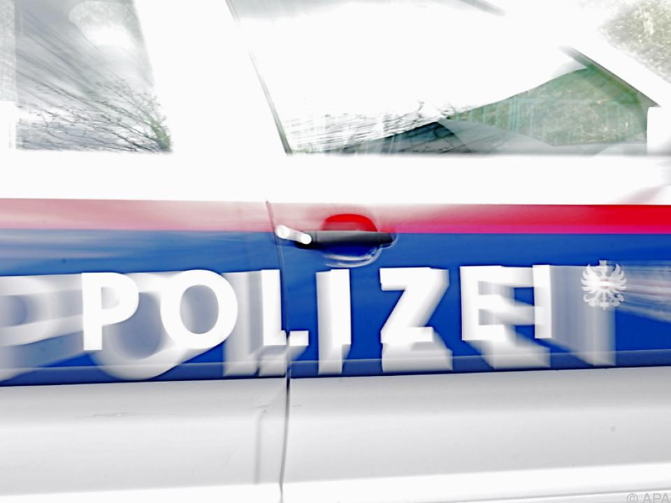 Die Polizei durchkämmte das Wohnhaus nach dem Messerstecher