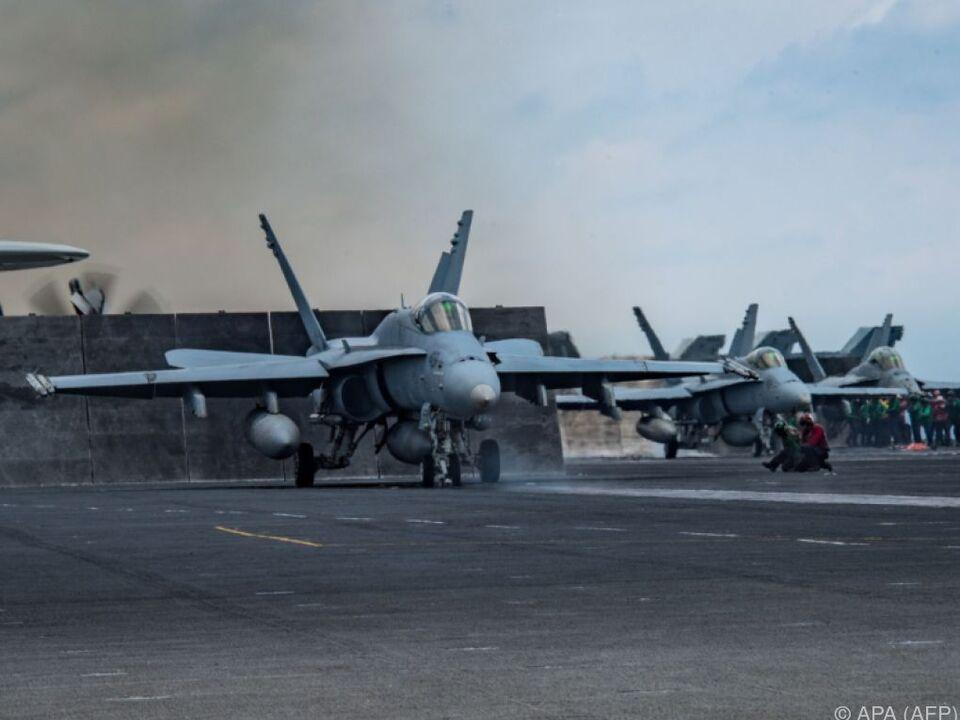 Ein US-Flugzeugträger ist in die Krisenregion unterwegs