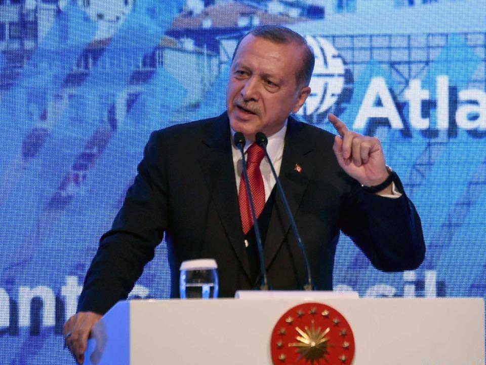 Sonderparteitag der AKP nach Verfassungsreferendum in der Türkei