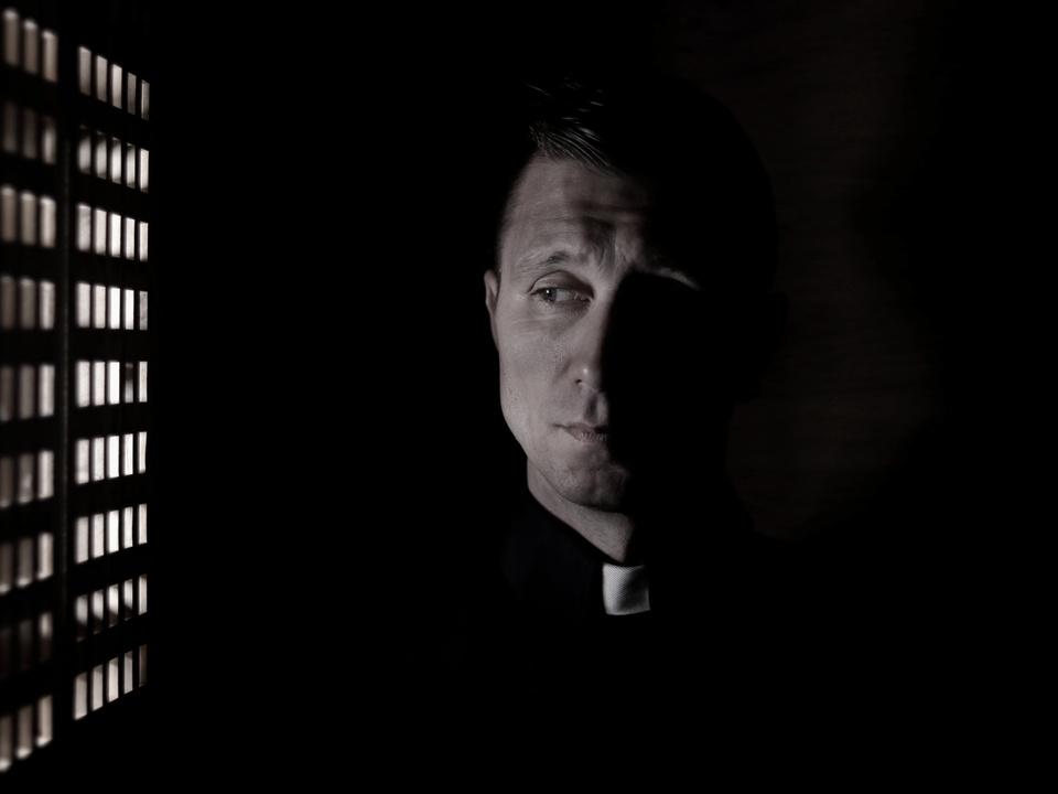 Beichstuhl Pfarrer Priester geistlicher kirche sym