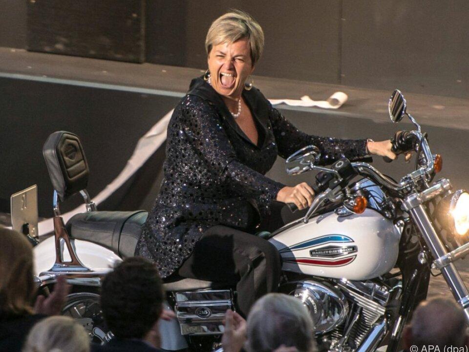 Gloria von Thurn und Taxis auf einer Harley