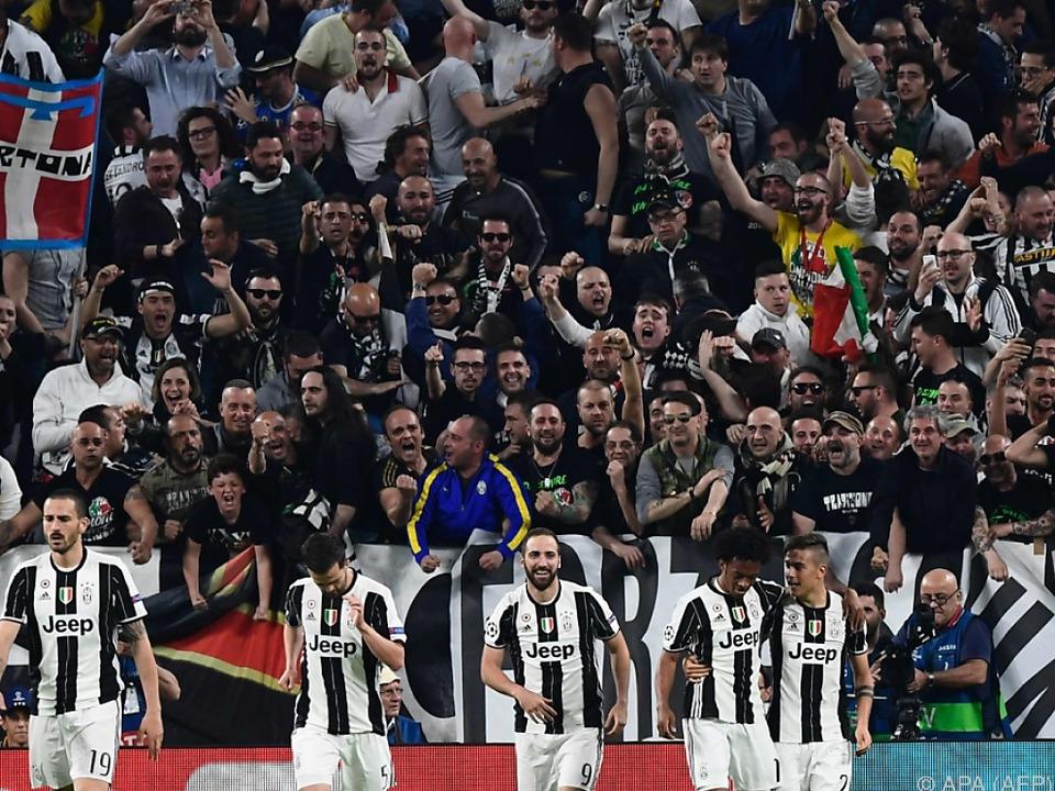 Großer Jubel bei Spielern und Fans von Juventus Turin