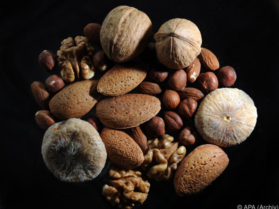 Haselnüssen waren zum Beispiel Erdnüsse beigemischt nüsse studentenfutter haselnuss mandel walnuss