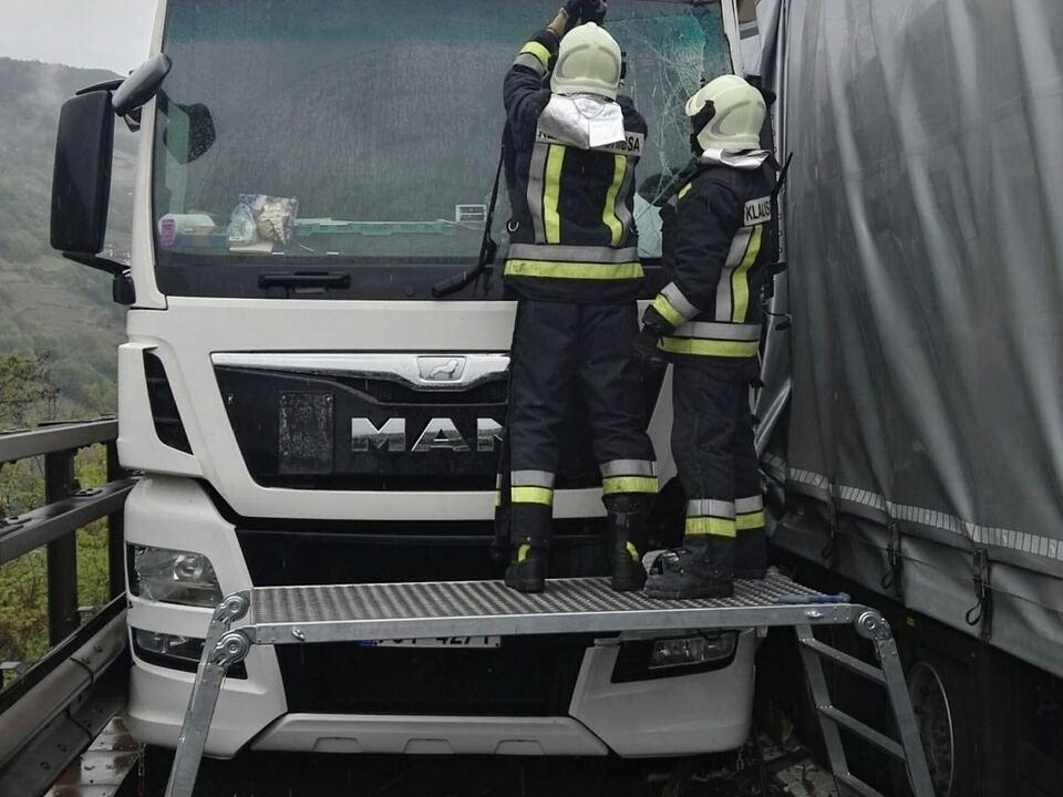 Unfall Lkw A22 Freiwillige Feuerwehr Klausen