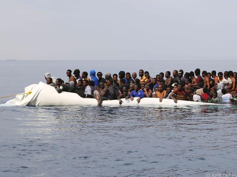 Immer mehr Flüchtlinge in immer schlechteren Schlauchbooten