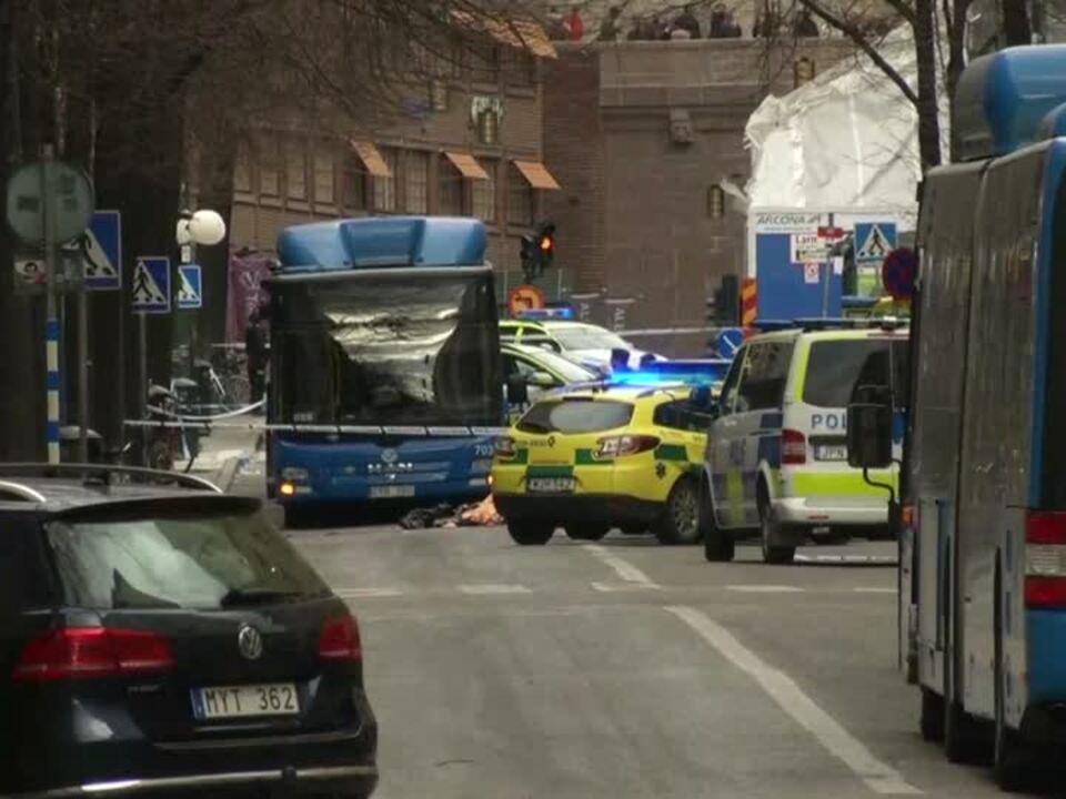 Laster rast durch Einkaufsstraße - Tote