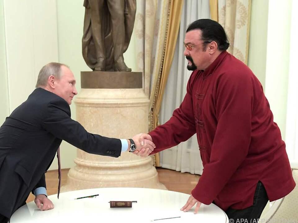Mittlerweile hat Seagal sogar einen russischen Pass