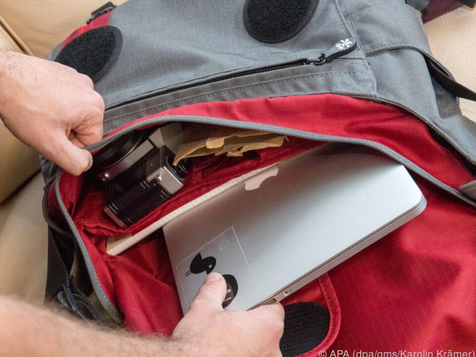 Die Notebooktasche zum Umhängen bietet meist auch Platz für anderes