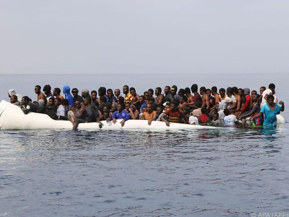 NGOs werden verdächtigt von Schleppern Geld zu erhalten