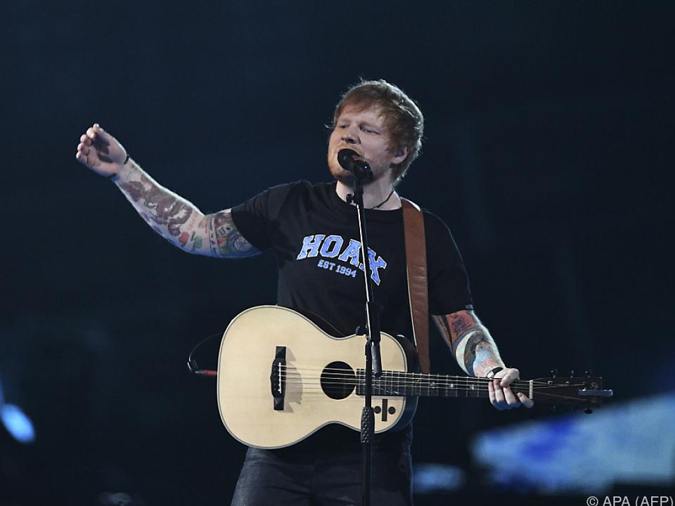 Sheeran lässt sich von Johns Firma Rocket Music managen