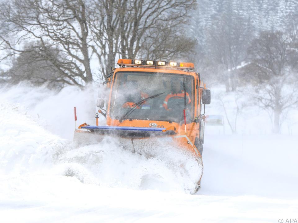 Starke Schnefälle führten zu Verkehrschaos